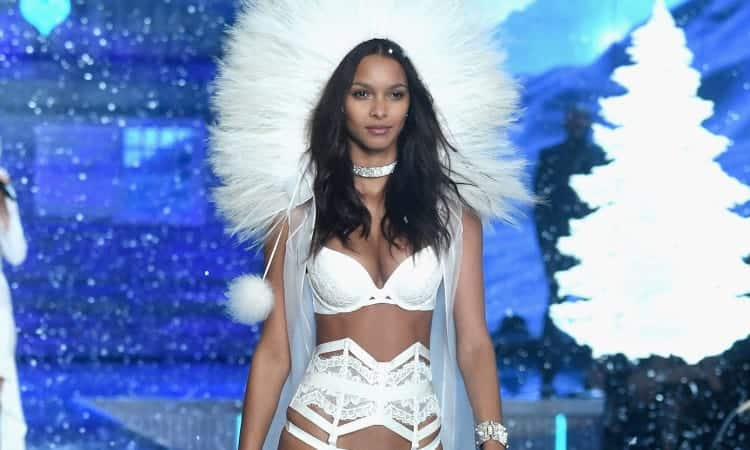 lais-ribeiro-walks-2015-victorias-secret-fashion-show-1