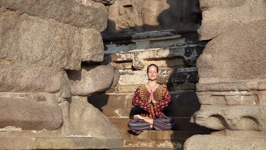 meditation-in-shore-temple