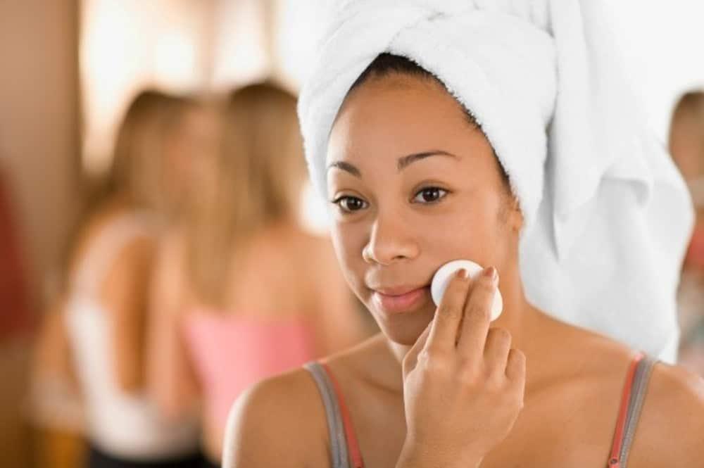 Get Clear & Glowing Skin Using Witch Hazel - Sisterhood Agenda